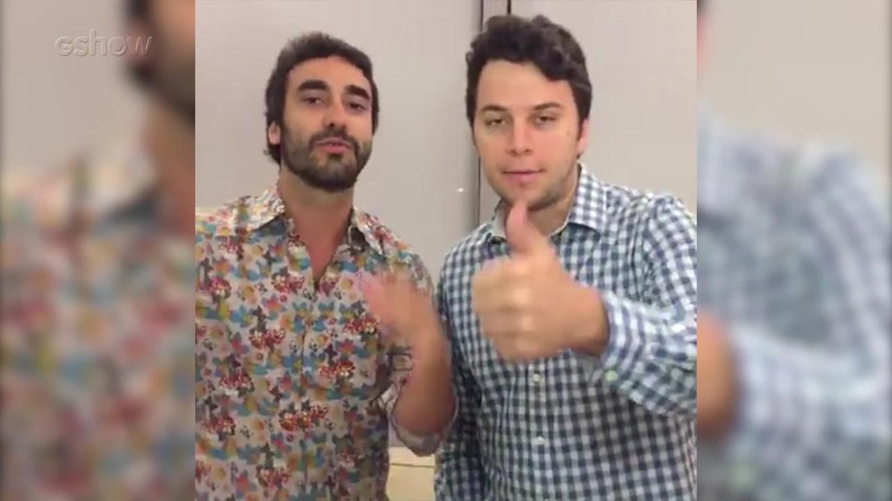 Gabriel Godoy e Johnnas Oliva falam com os fãs do Gshow durante um intervalo da novela