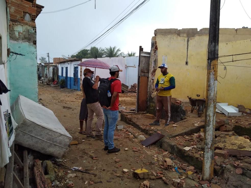 Equipe com o documentarista nas primeiras gravações para o filme em Maceió — Foto: Arquivo pessoal