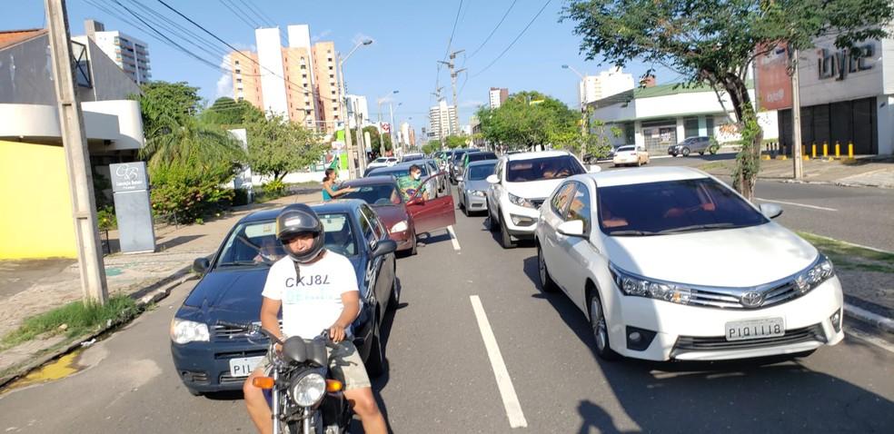Protesto com apoiadores do governo Bolsonaro em Teresina neste domingo (14) — Foto: Marcelo Guillay