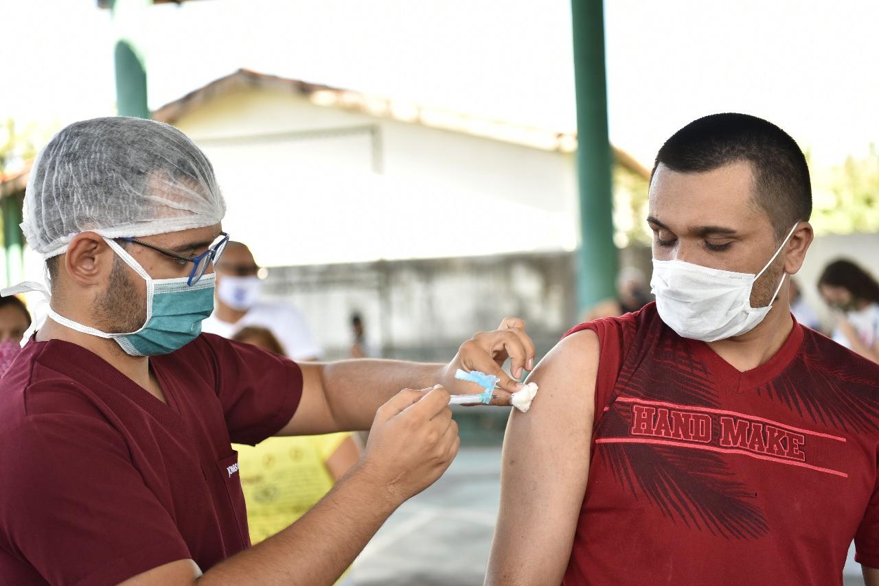 Vacinação contra Covid-19: Caucaia inicia imunização da população em geral; veja outros municípios da Grande Fortaleza