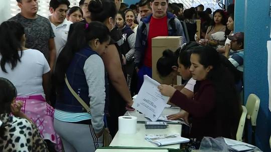 Eleitores bolivianos em São Paulo votam nas eleições para presidente do seu país