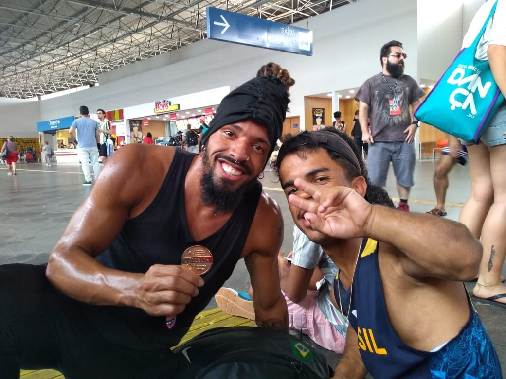 Bienal de Dança: intervenção usa rodoviária de Campinas como pista de dança e tem participação de medalhista paralímpico - Notícias - Plantão Diário