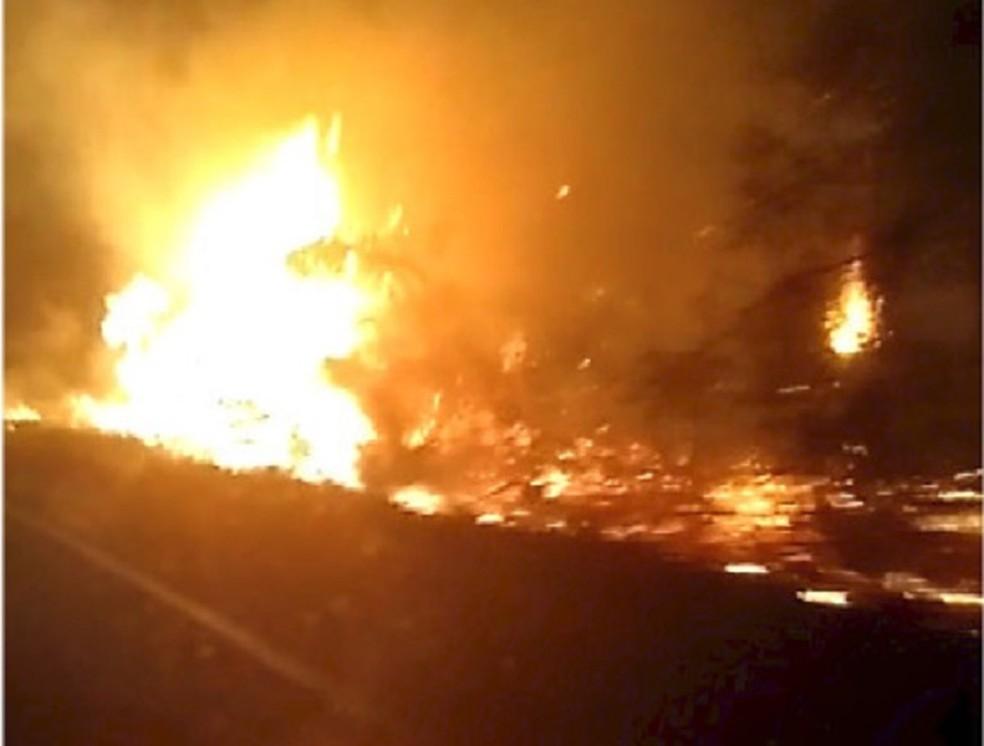 Foto atinge mata às margens da BR-406 em Ceará-Mirim, na Grande Natal — Foto: Reprodução