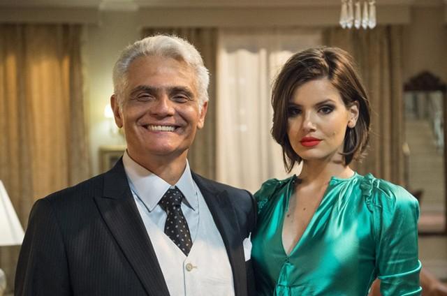 Camila Queiroz e Tarcísio Filho em 'Verão 90' (Foto: TV Globo/Estevam Avellar)
