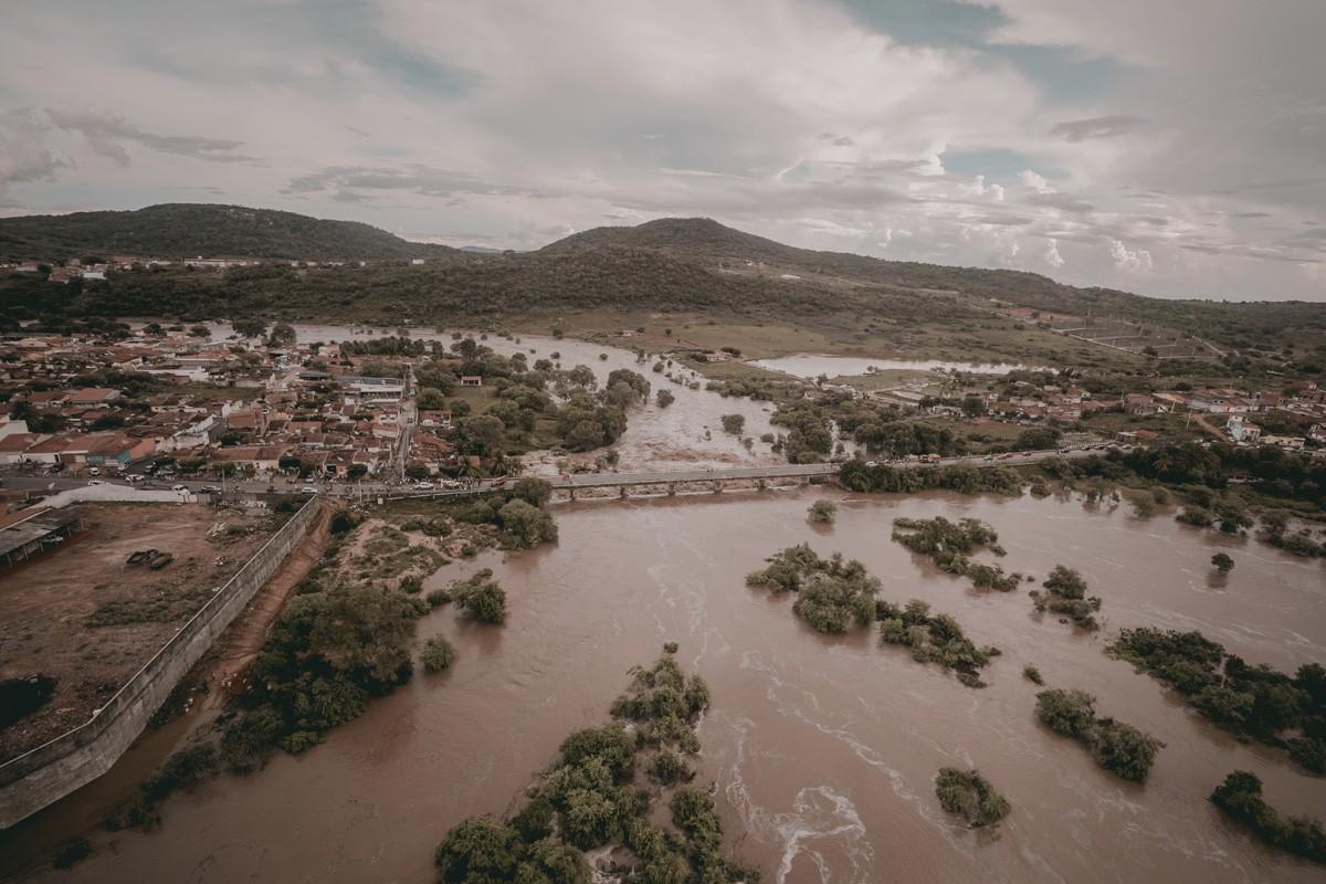 Nível do Rio Ipanema, em Alagoas, sobe 7 metros acima da média