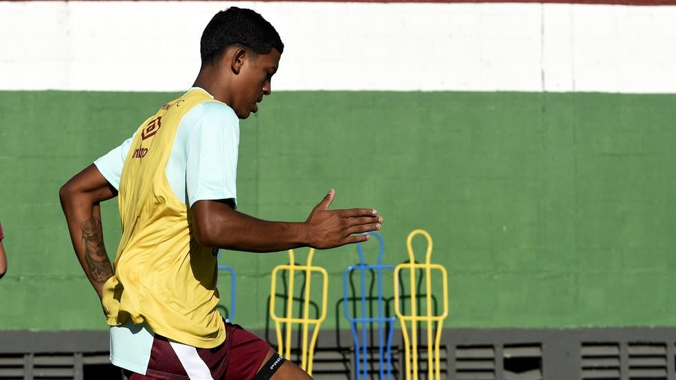John Kennedy em treino no CT do Fluminense — Foto: Mailson Santana / FFC