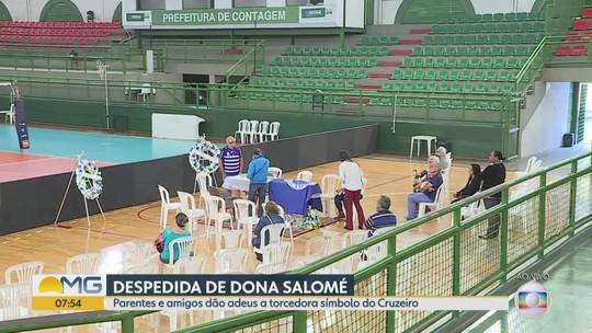 Corpo de Dona Salomé, torcedora-símbolo do Cruzeiro, é velado em Contagem, na Grande BH