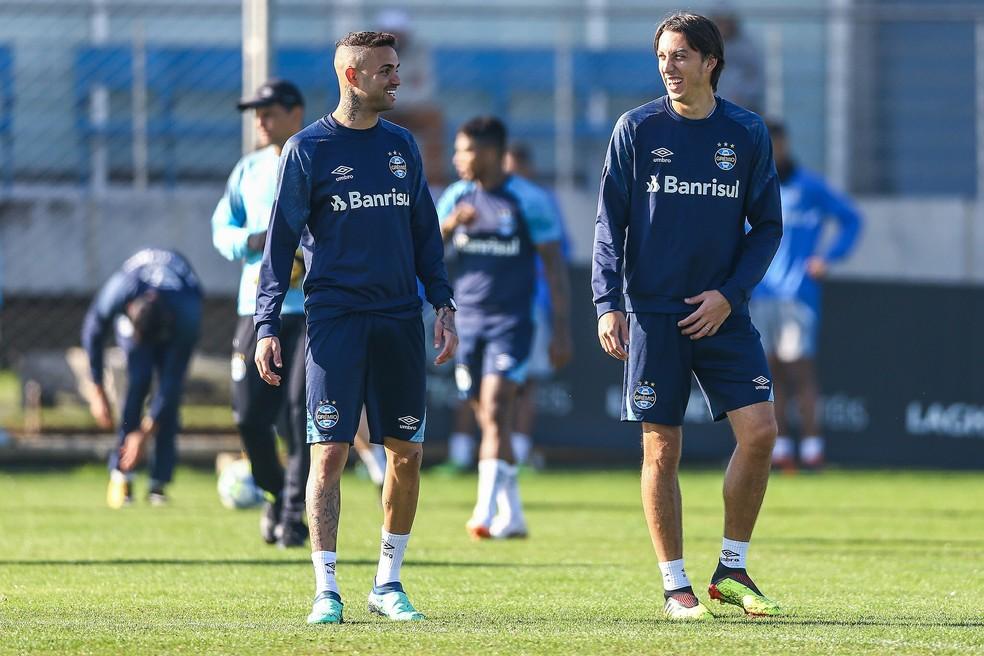 Luan e Geromel são muito próximos — Foto: Lucas Uebel/Divulgação Grêmio