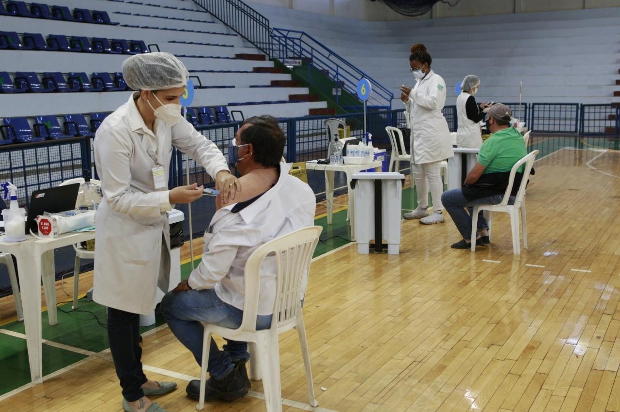Vacina Covid-19 em Uberlândia: cidade supera 1 milhão de doses aplicadas e tem 62% da população totalmente imunizada