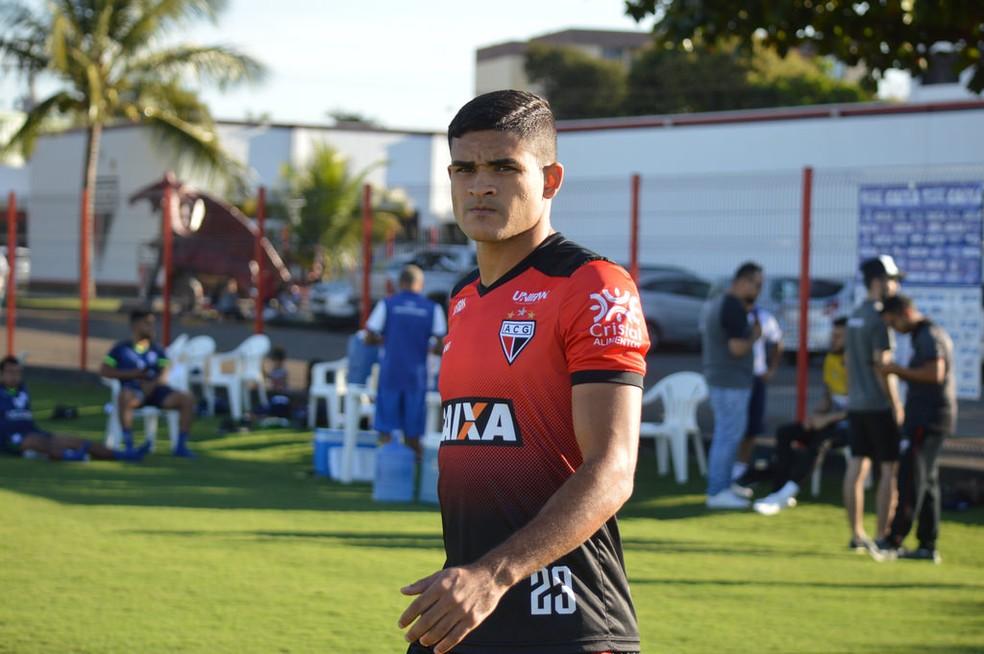 Junior Brandão também está na mira do Peixe (Foto: Paulo Marcos / Atlético-GO)