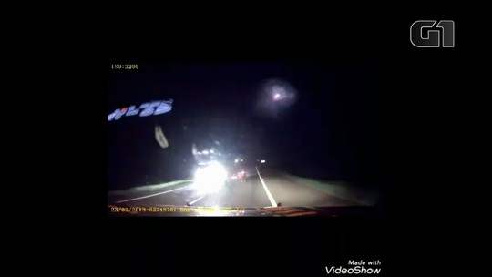 Em fuga, veículo carregado de cigarros quase bate em outros; VÍDEO