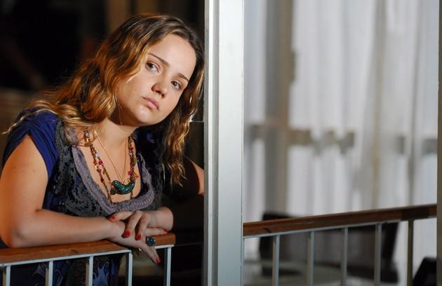 Em 2009, Tatyane interpretou uma menina que se envolvia com um traficante, em 'Cinquentinha', minissérie de Aguinaldo Silva (Foto: TV Globo/ Márcio de Souza)