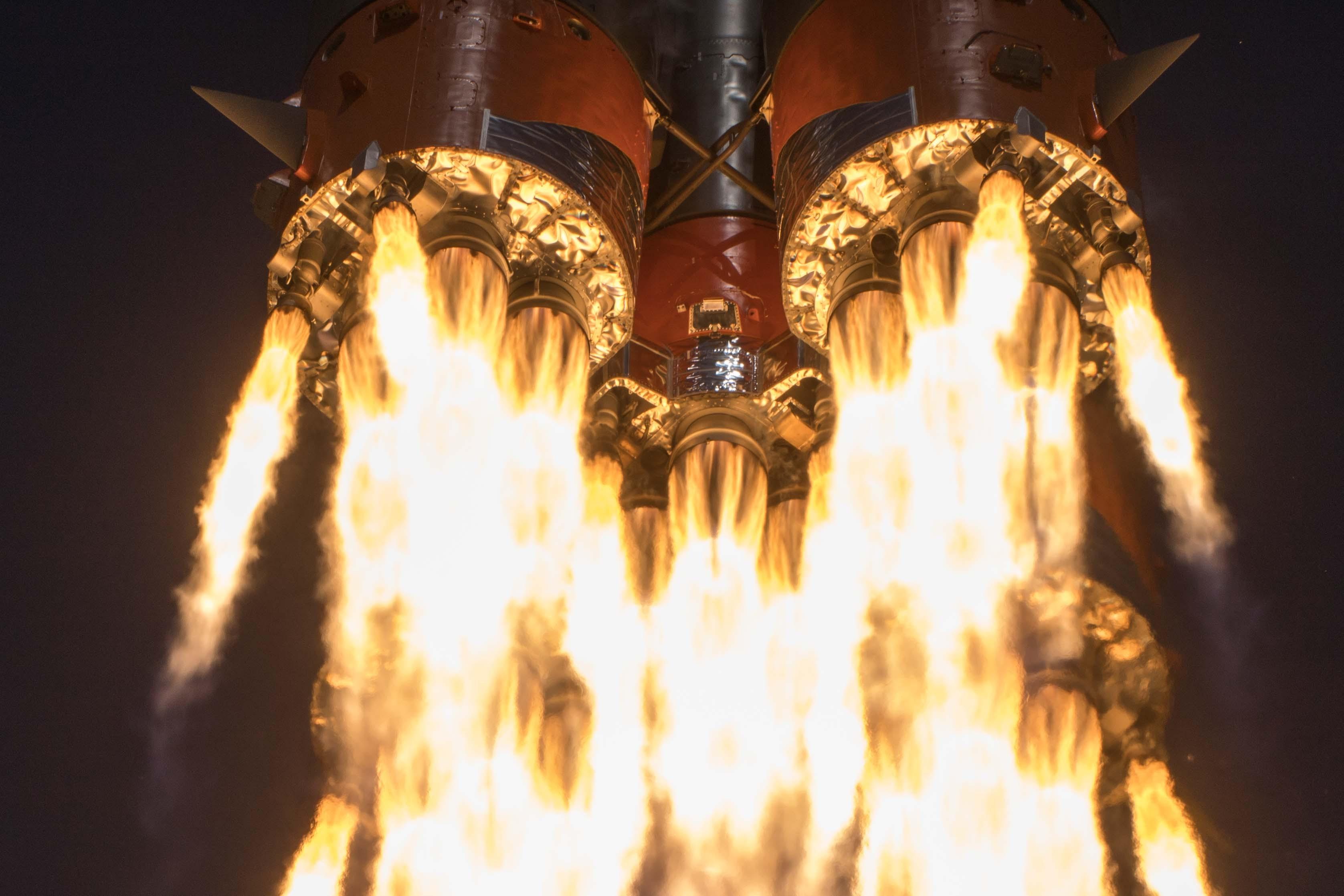 Em plena pandemia de coronavírus, três astronautas deixam a Terra para missão espacial