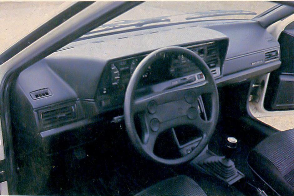 Interior da VW Quantum era mais moderno (Foto: Arquivo/Autoesporte)