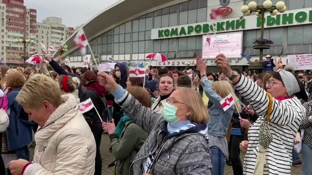 Dezenas de manifestantes são presos em Minsk ao exigir libertação de Maria Kolesnikova