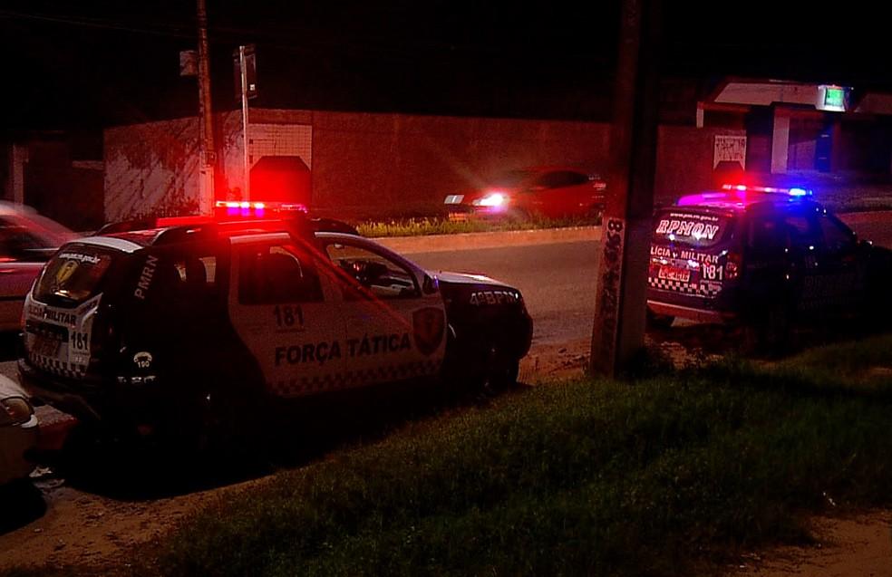 Suspeito de assalto é morto após troca de tiros com a PM em Natal (Foto: Reprodução/Inter TV Cabugi)