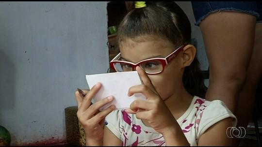 Família luta por cirurgia para criança que já perdeu 50% da visão, em Goiás