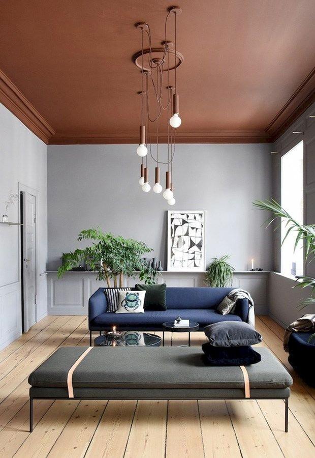 Décor do dia: sala de estar com teto colorido (Foto: Ferm Living/Divulgação)