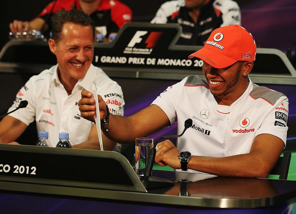Lewis Hamilton e Michael Schumacher no GP de Mônaco de 2012 — Foto: Clive Mason/Getty Images