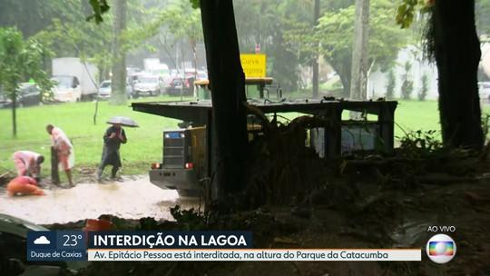 Lama interdita parte do trânsito na Avenida Epitácio Pessoa, Lagoa