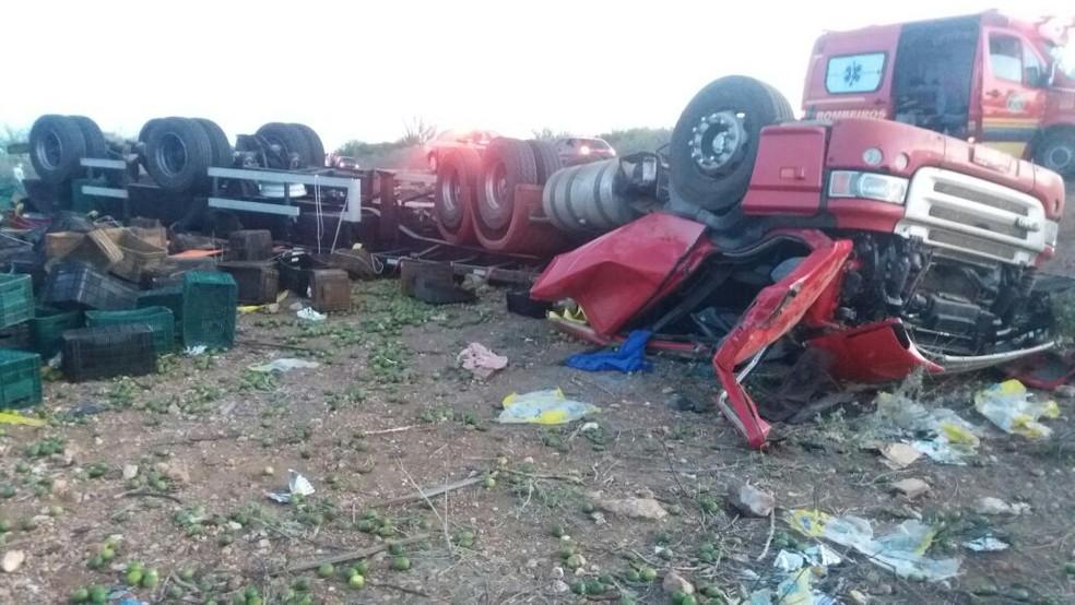 Caminhão estava carregado de limões (Foto: Divulgação/Polícia Rodoviária Federal )