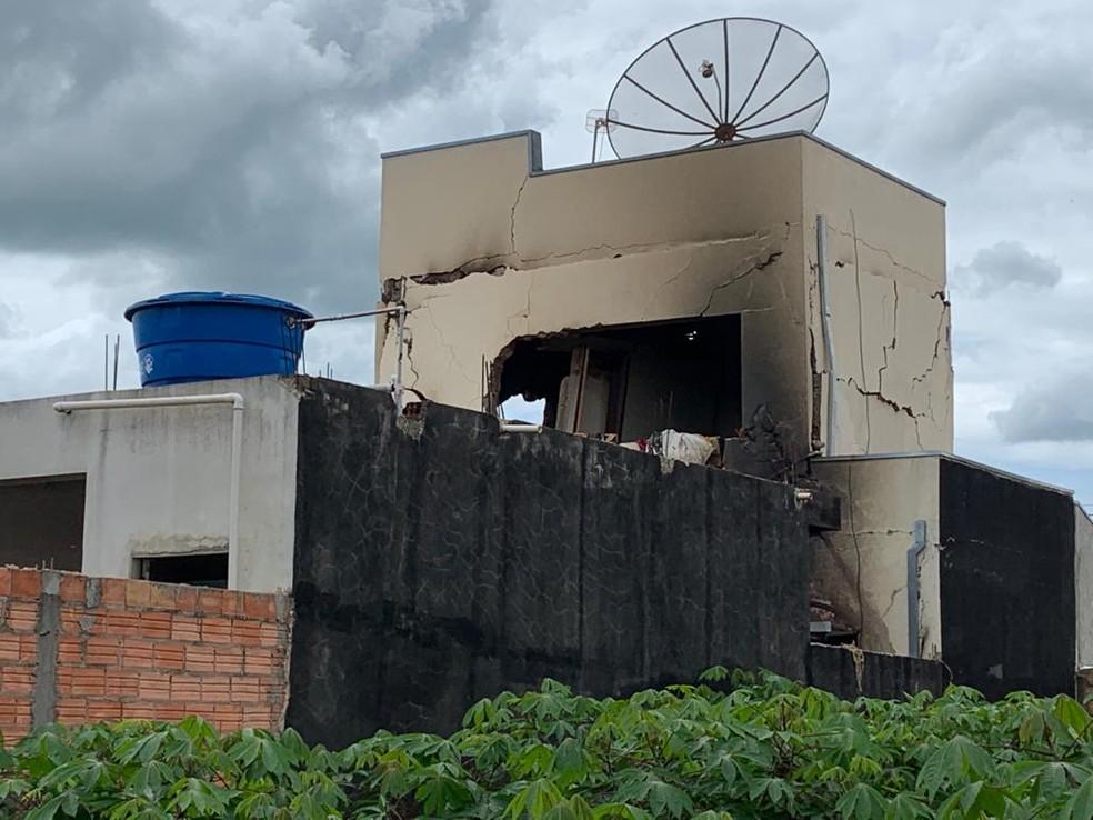 O imóvel ficou praticamente destruído com a explosão em Fartura — Foto: Airton Salles Jr./TV TEM