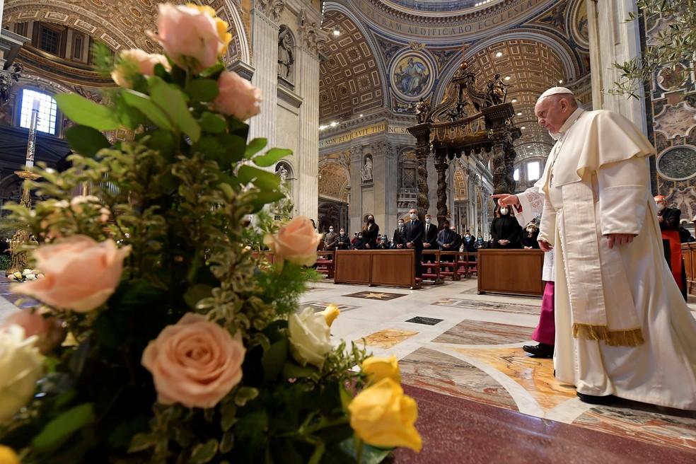 Apenas poucos policiais assistiram presencialmente à bênção de Páscoa — Foto: Divulgação/Vaticano