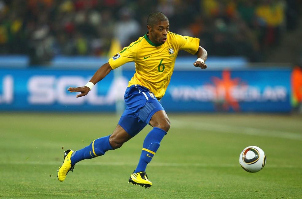 Michel Bastos defendeu a Seleção Brasileira na Copa do Mundo de 2010 — Foto: Richard Heathcote / Getty Images