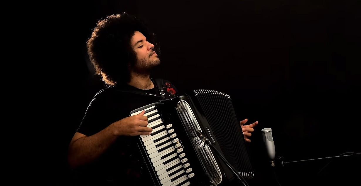 Sanfoneiro Mestrinho navega por samba, choro, frevo e xote no álbum instrumental 'Solitude'