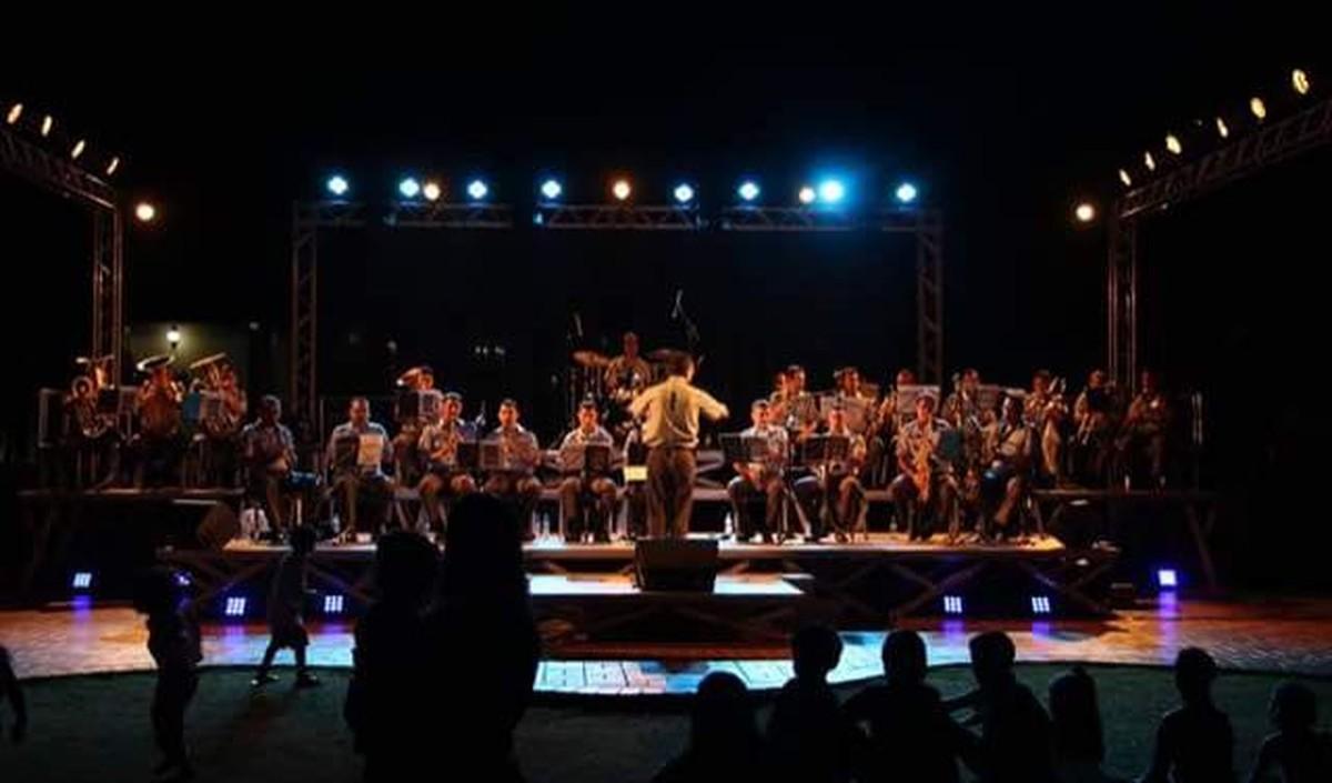 Banda da PM faz concerto beneficente em homenagem a artistas como Tom Jobim, Elvis Presley e Dalva de Oliveira em Cuiabá