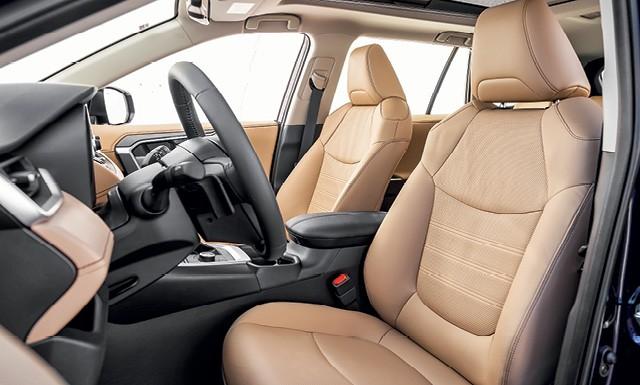 Toyota RAV4 SX hybrid - O banco do motorista tem ajuste elétrico, ventilação e duas posições  de memória (Foto: Leo Sposito)