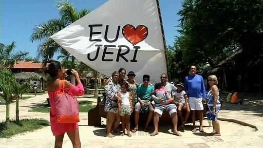Turistas curtem tranquilidade no carnaval de Jericoacoara, no Ceará