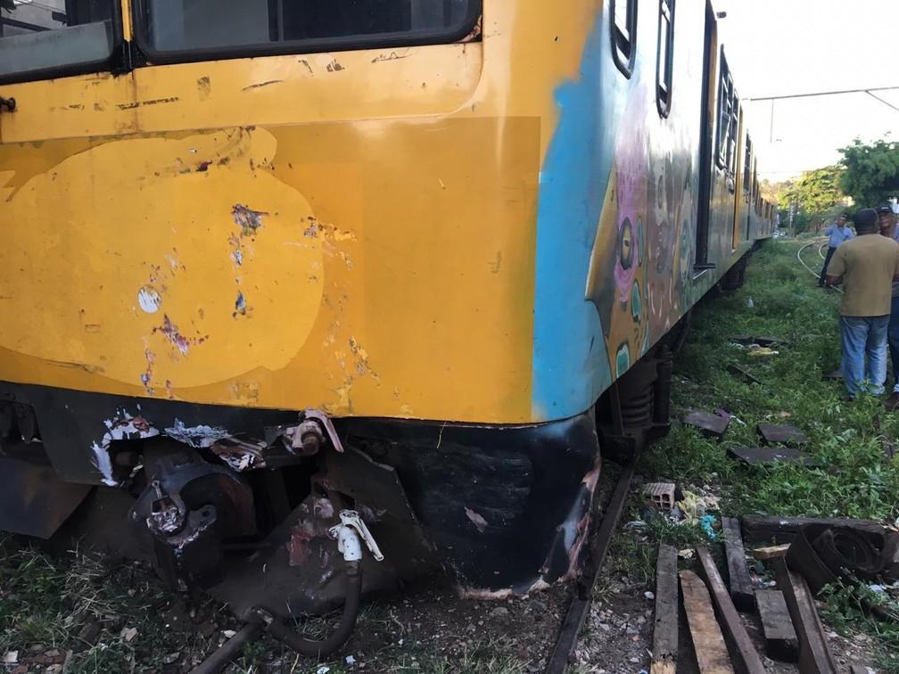 Frente de um dos trens envolvidos na batida na tarde desta sexta-feira (1º), em Salvador — Foto: Miro Filho/TV Bahia