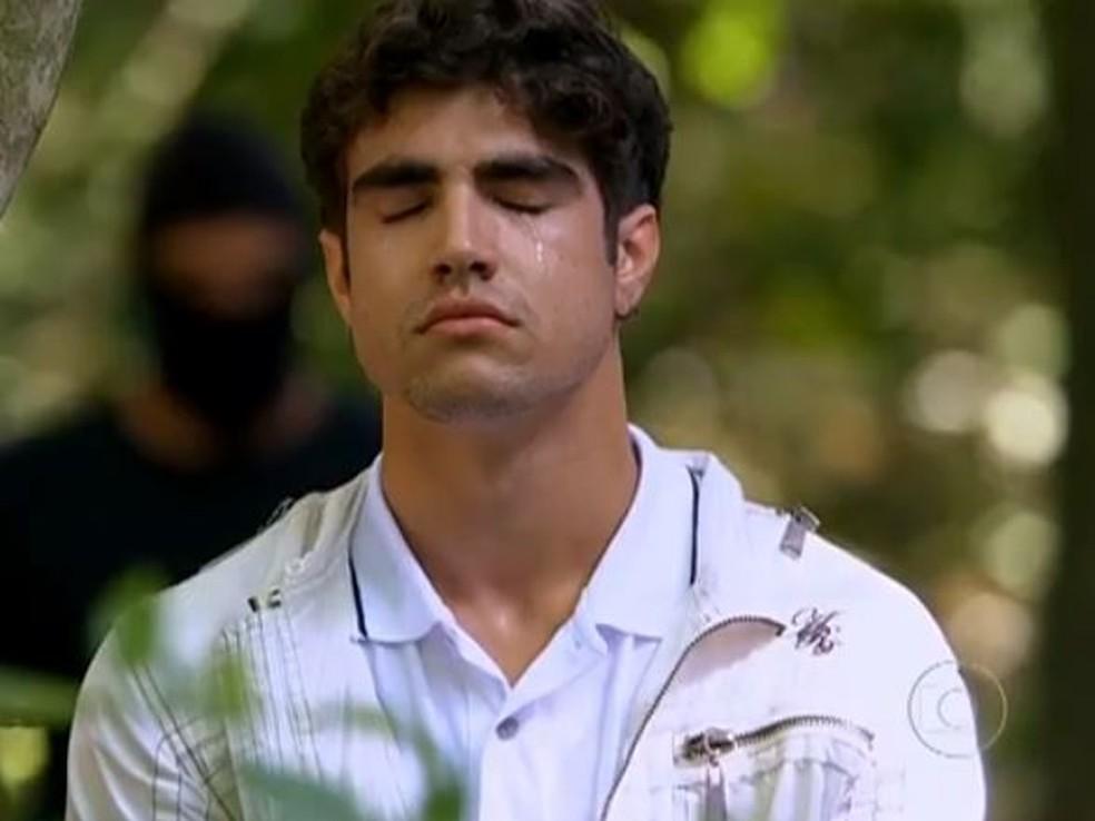 Antenor vive momentos de terror na mata ao fugir de sequestradores 'Fina Estampa' — Foto: Globo