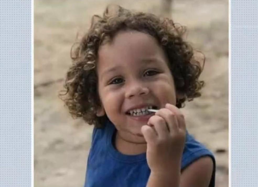 Enzo Gabriel, de 4 anos, morreu após ser atropelado por caminhonete no sul da Bahia — Foto: Reprodução/TV Bahia