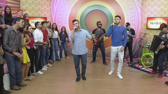 João Victor e Rodrigo cantam sucessos e avaliam ano no penúltimo 'Paneiro' de 2017