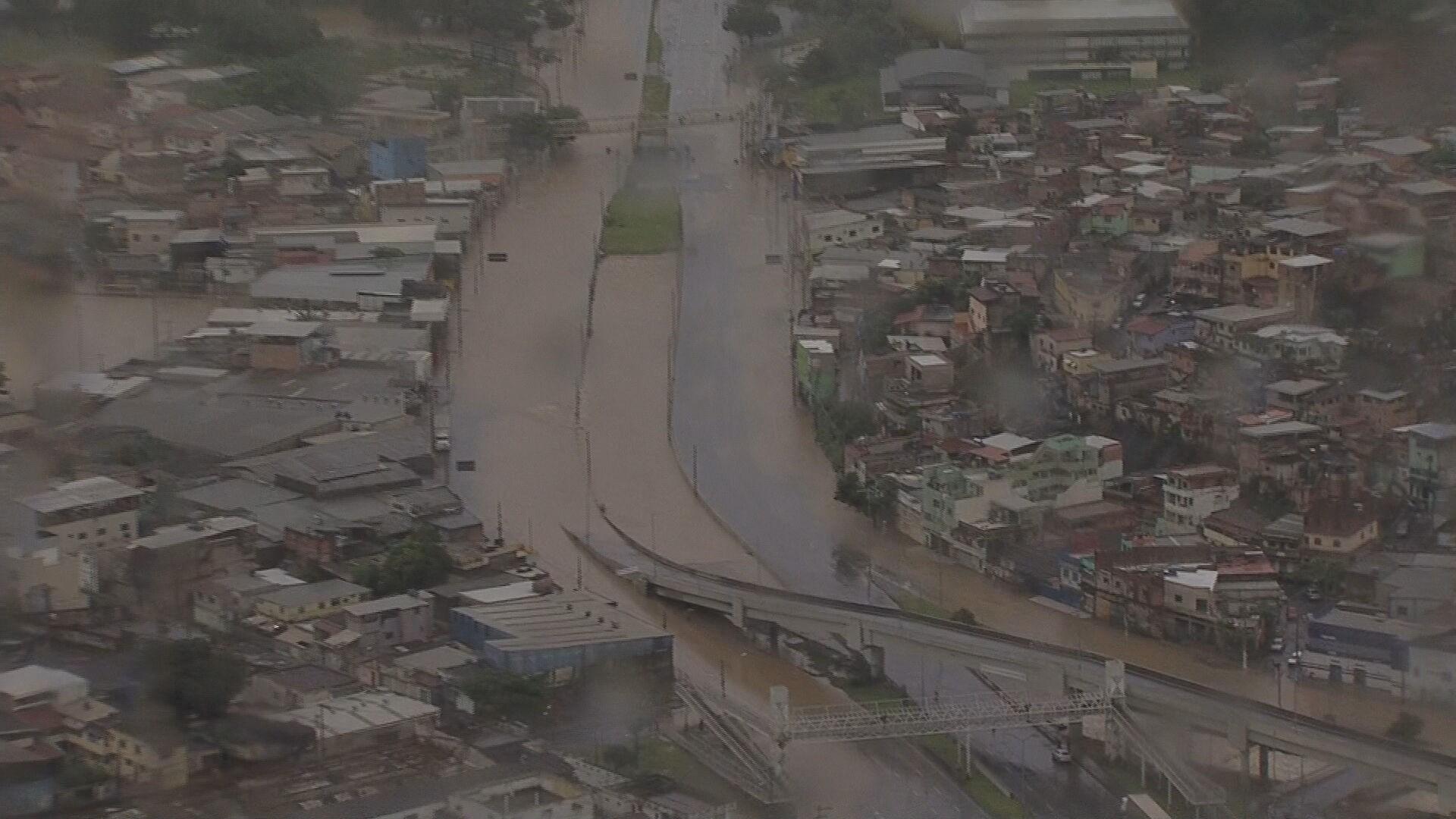 Chuva forte provoca mortes, transtornos e alagamentos na Grande BH