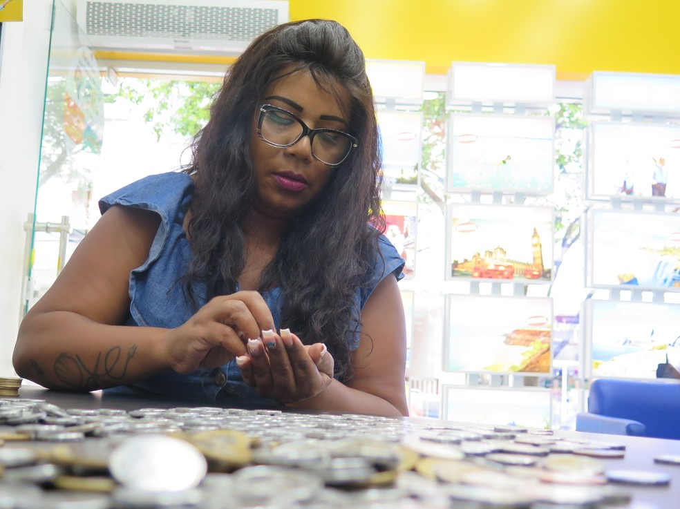 Cabeleireira junta quase R$ 3 mil em moedas — Foto: Liliane Souza/G1 Santos