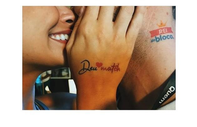 Talita Younan mostra adesivos para o namorado, João (Foto: Reprodução/Instagram)