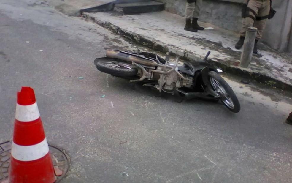 Homem morre em acidente envolvendo duas motocicletas em Camaçari (Foto: Divulgação/STT )