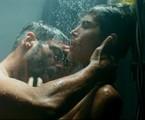 Cauã Reymond e Maria Casadeval em 'Ilha de ferro' | Reprodução Globoplay