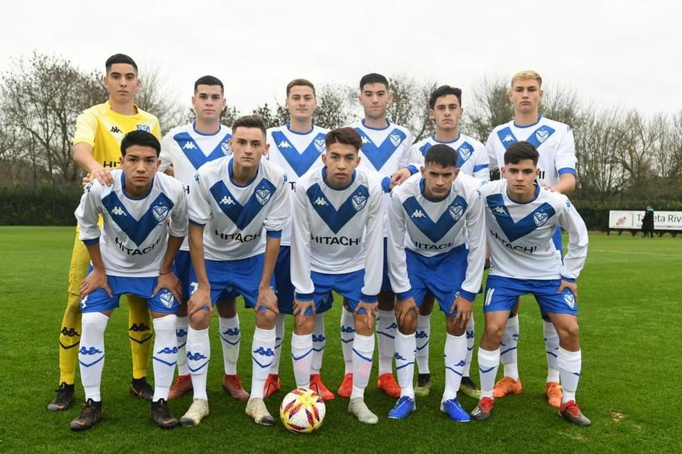 Lenny Lobato é titular no time sub-18 do Vélez — Foto: Divulgação/Lenny