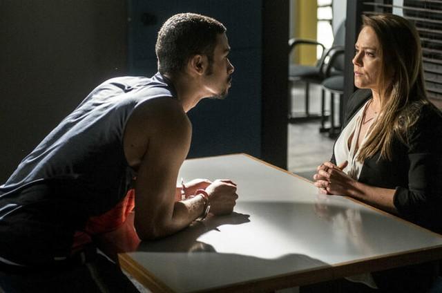 Vivianne Pasmanter e Sérgio Malheiros como Lili e Jacaré em 'Totalmente demais (Foto: Globo)
