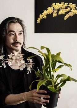 O biólogo Sergio Oyama Junior é colunista de Casa e Jardim sobre orquídeas (Foto: Zeca Wittner/Divulgação)