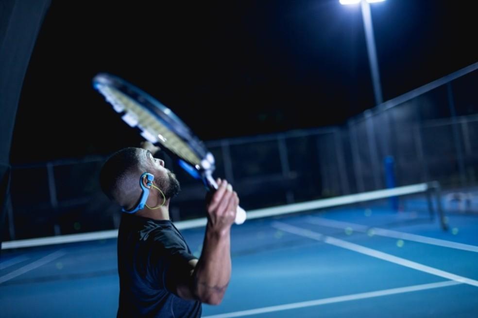 Alguns modelos de fones Bluetooth são indicados para a prática de esportes e têm resistência à suor e chuva — Foto: Divulgação/ConduitSports