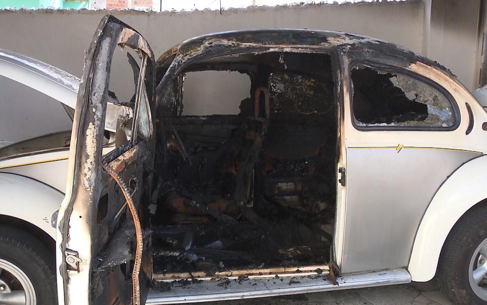 Aposentado tinha carro há mais de 22 anos, em Campina Grande — Foto: Hoberdan Dias / TV Paraíba