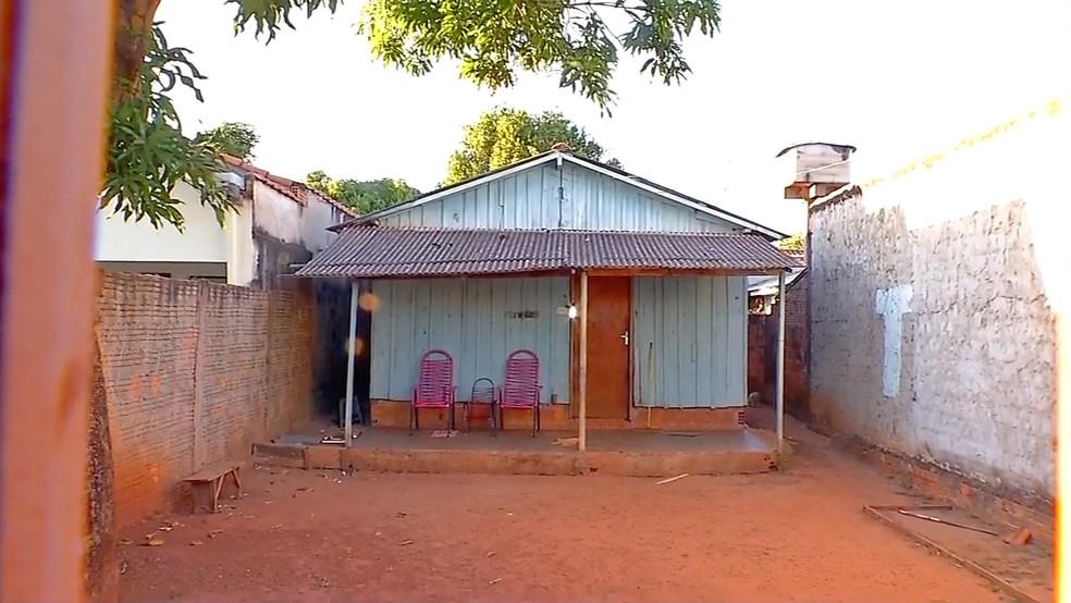 Casa onde a jovem foi encontrada morta em Tangará da Serra (Foto: Reprodução/TVCA)