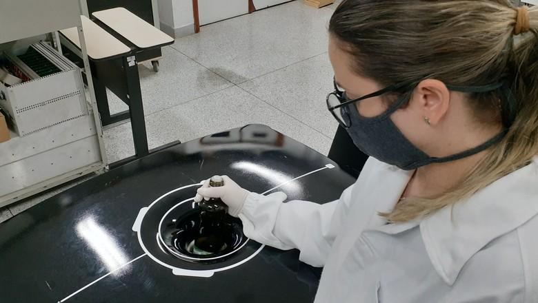 Ressonância magnética para detectar fraude em azeite de oliva (Foto: Embrapa/Divulgação)