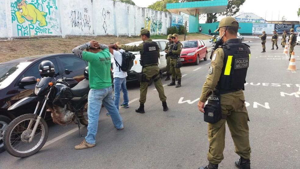 PM em execução da Operação Boas Festas em Santarém (Foto: Divulgação/PM)