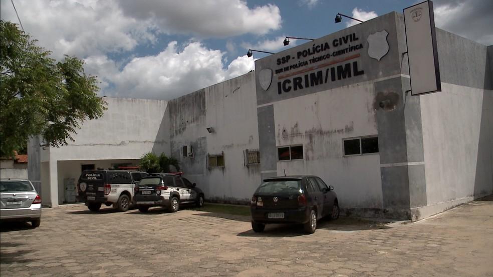 Corpo de jovem foi levado para Instituto de Medicina Legal (IML) em Timon (Foto: Reprodução/TV Clube)